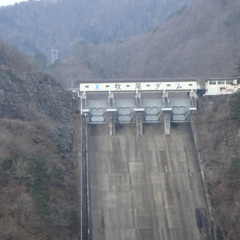 画像:牧尾ダム余水吐ゲート4号塗装工事